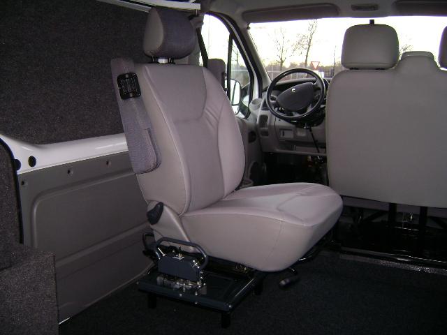 Draaistoel In Auto.Draaistoelaanpassingen Derks Rolstoelvoertuigen